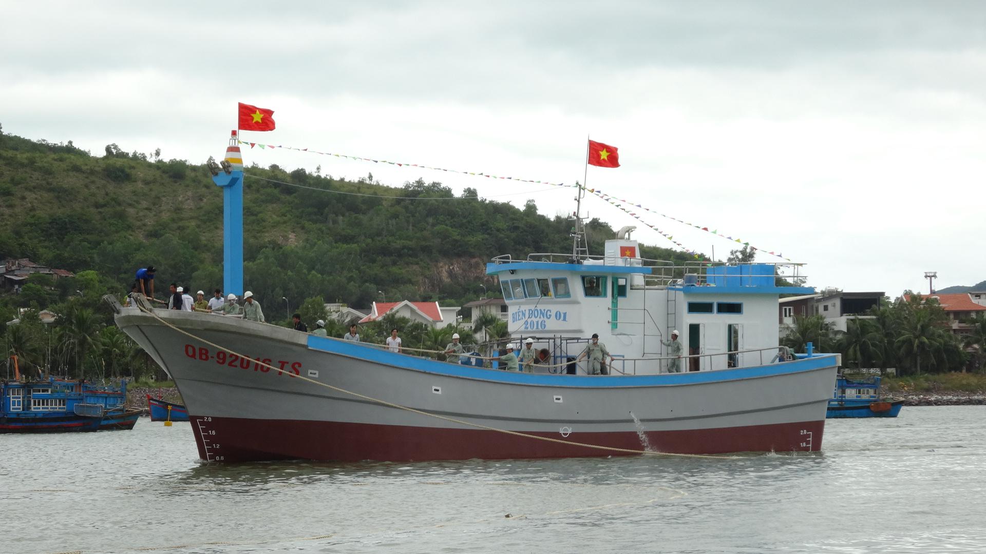 Cung cấp máy chính cho tàu cá vỏ composite